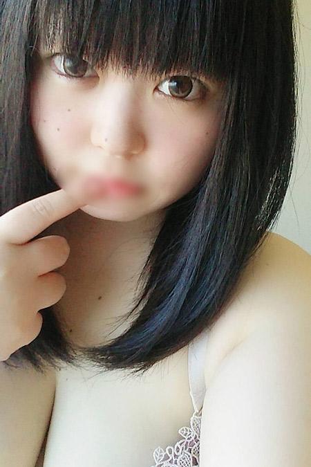 アユミの容姿や雰囲気を確認できる画像